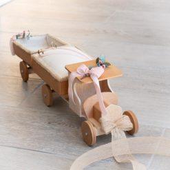 Camión de madera porta alianzas y arras