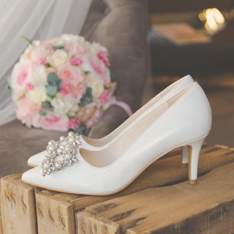 Zapatos de novia LODI Elle de tacón medio.