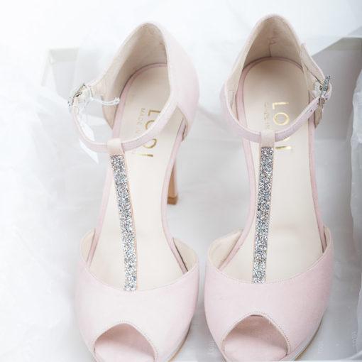 Zapatos de novia LODI Pauli realizados en ante color rosa.